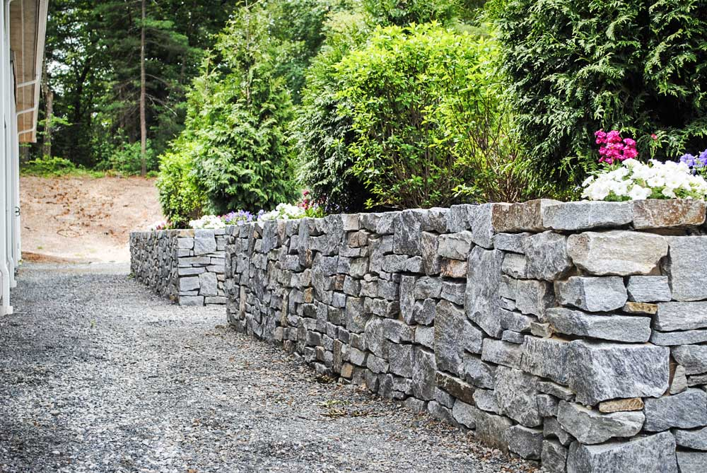 how to build a natural stone wall