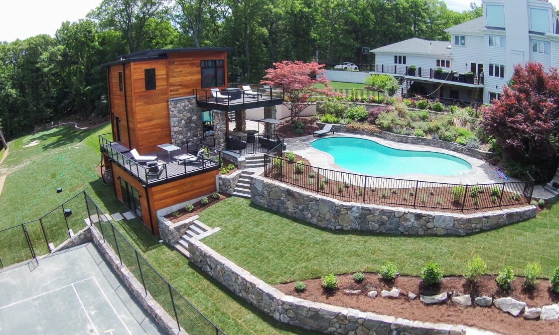 Pool house retaining walls for Pool design retaining wall